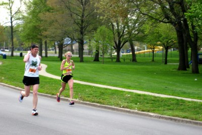 Illinois Marathon runnings near mile 18