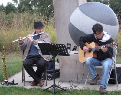 Johnathan Beckett and Young Kim performing at the 2011 Meadowbrook Jazz Walk