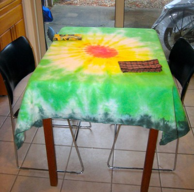 tie-dye-tablecloth