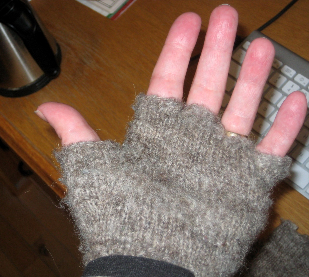 What are called fingerless gloves 89